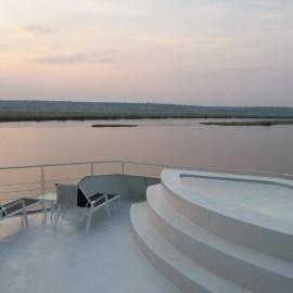 AMAZQ-Sundeck-Pool